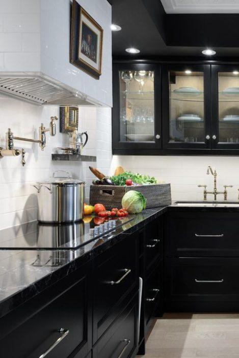 дизайн черных кухонь