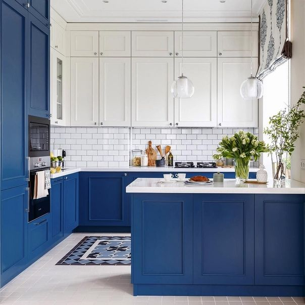 Синяя маленькая кухня
