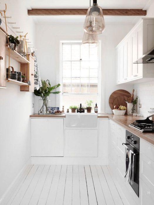 планировка маленьких кухонь фото с холодильником