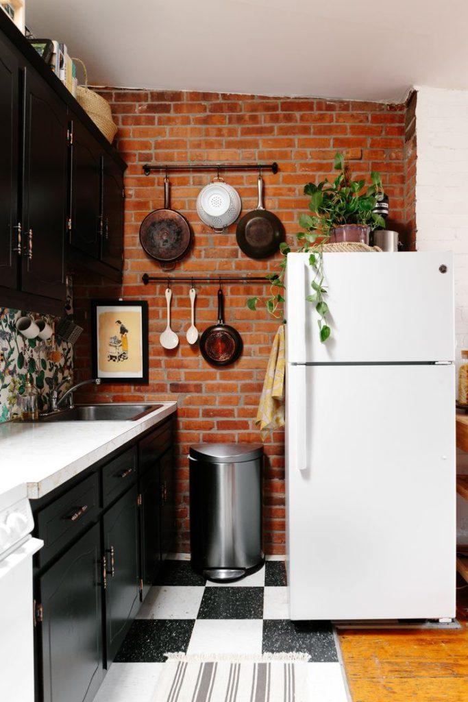современная кухня в маленькой квартире