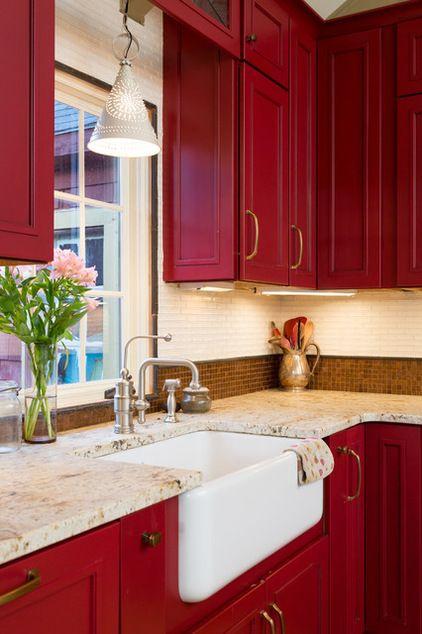 красная кухня сочетание цвета