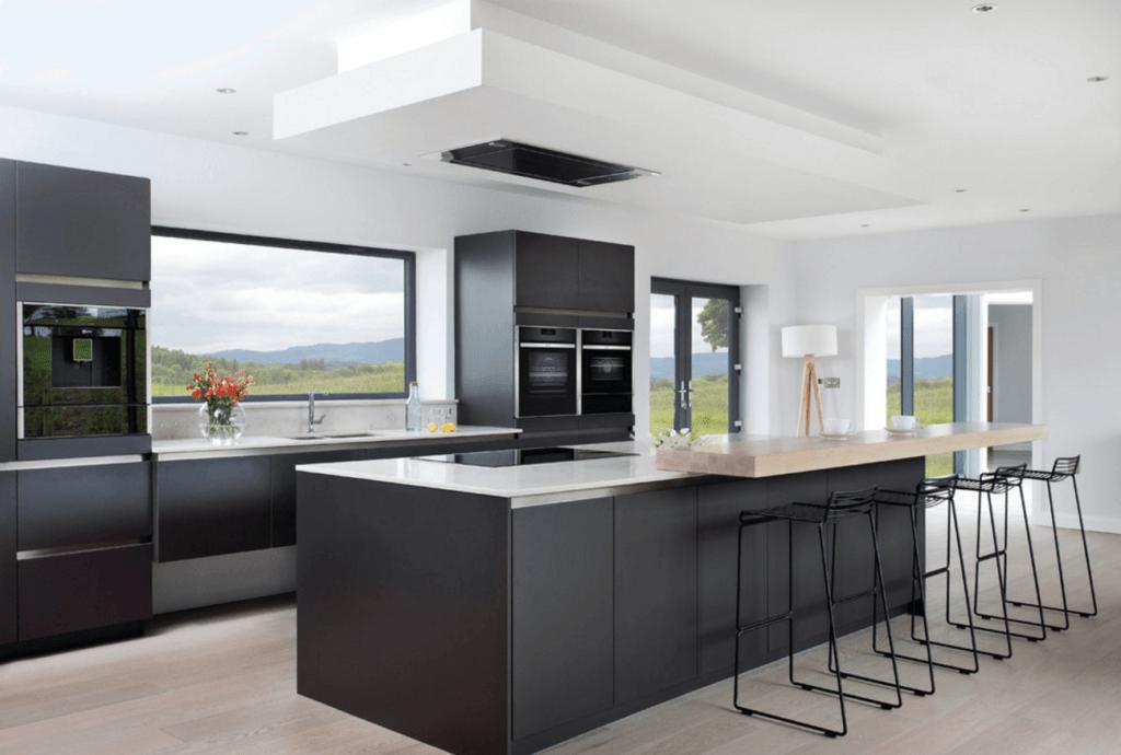 дизайн кухни в черно белых цветах