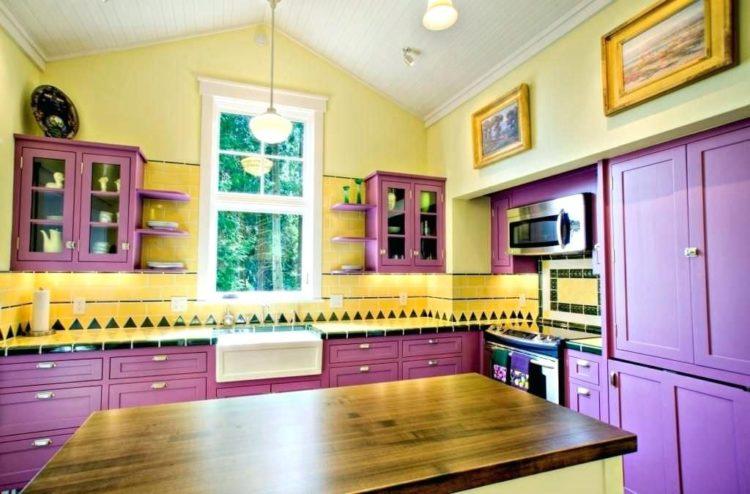 желто фиолетовая кухня