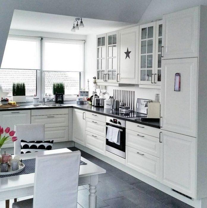кухня светлая современная маленькая