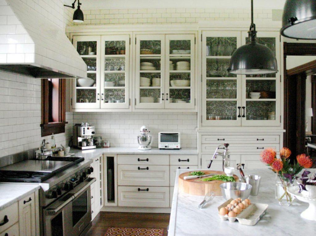 белая кухня белые столешницы