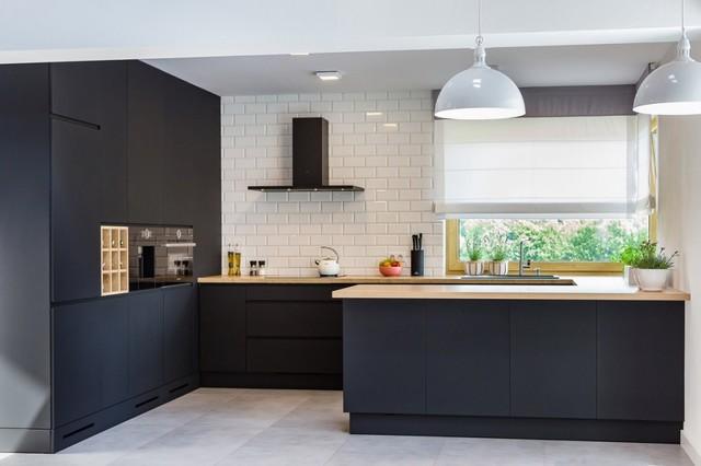 черно белые встроенные кухни