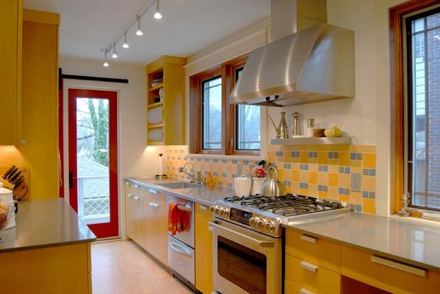 темно желтая кухня