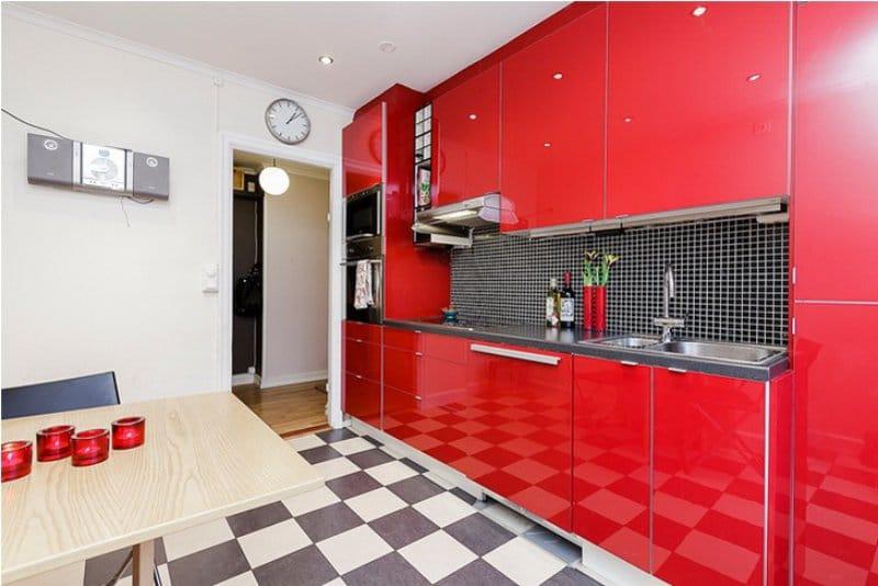 ремонт кухни красного цвета