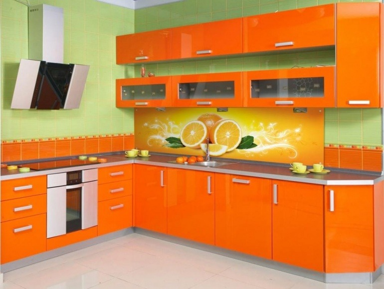 кухни в оранжевом стиле