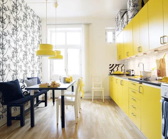 желтая кухня сочетание цветов