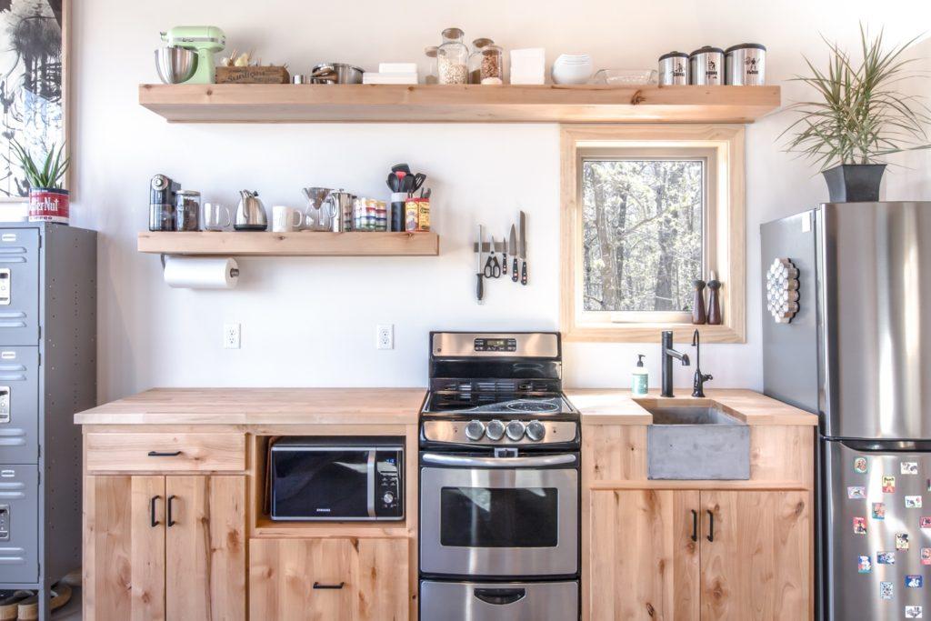 оформление кухни обоями
