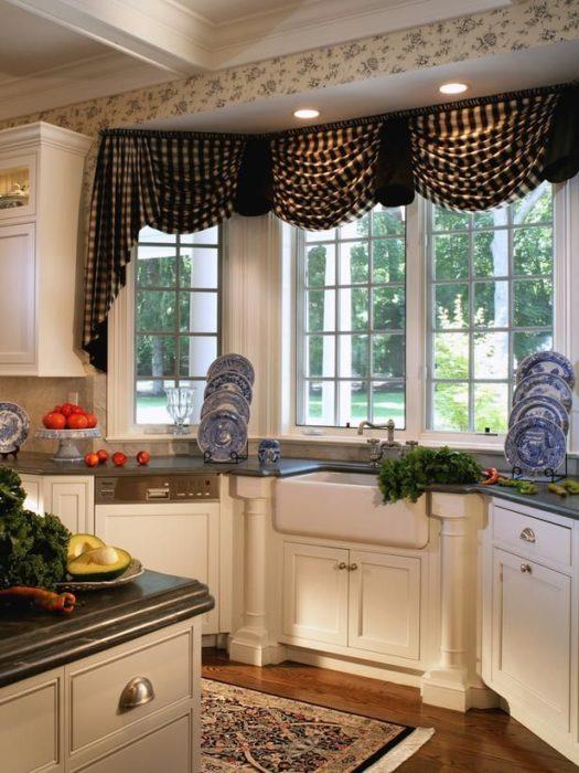 тюль на кухню на большое окно