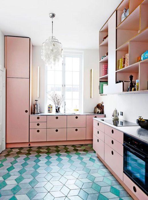 кухня в розовом цвете дизайн фото