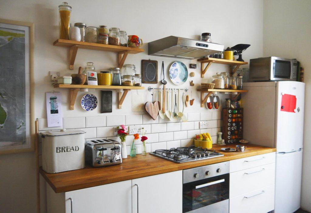 организация на кухне мест хранения