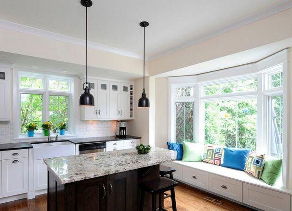 маленькие кухни с большим окном