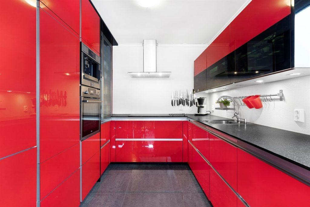 интерьер кухни в красном цвете