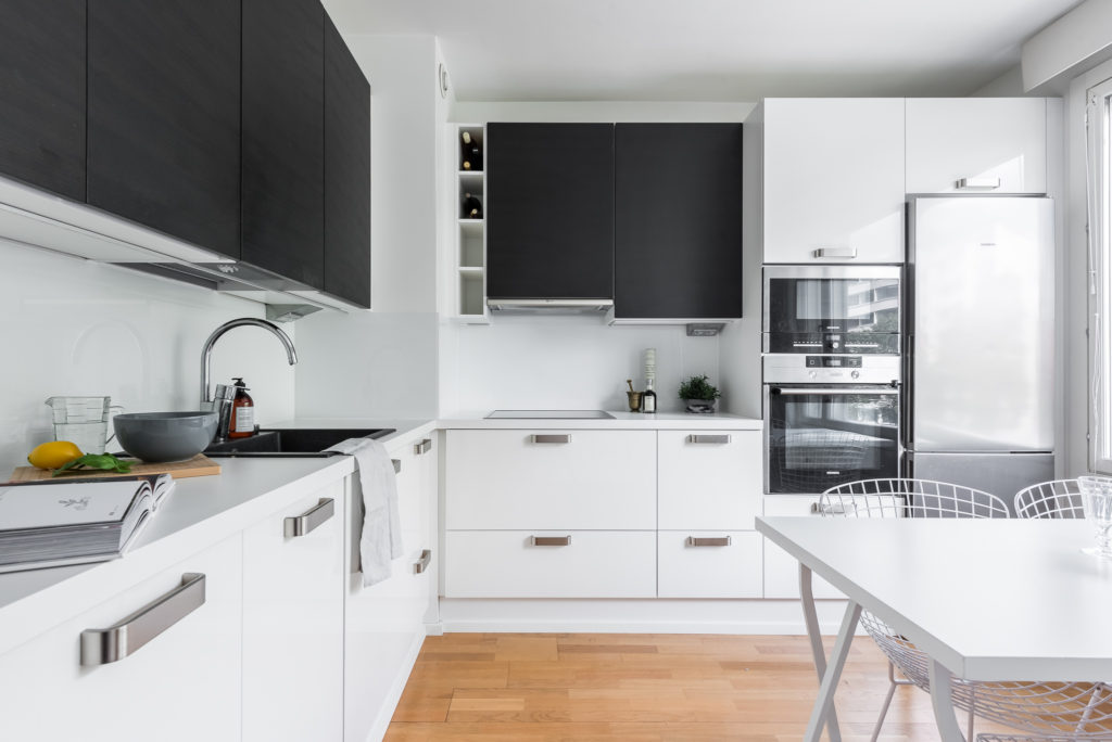 кухня хрущевка черно белая
