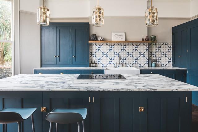 синяя матовая кухня