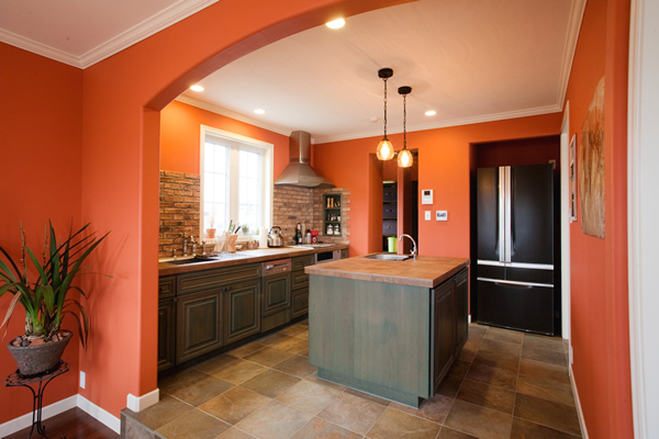 оранжевая кухня сочетание цветов