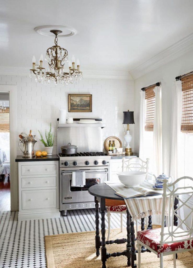 как обставить маленькую кухню в частном доме