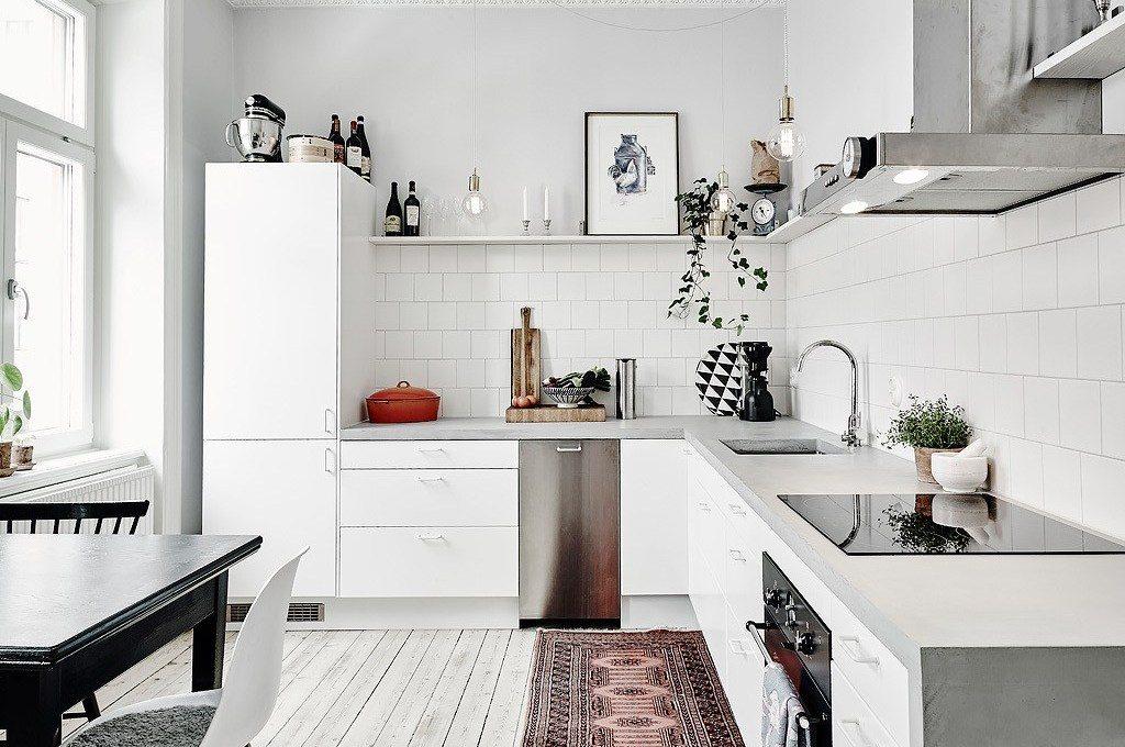кухня в скандинавском стиле с деревянной столешницей