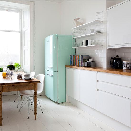 белый кухонный гарнитур для маленькой кухни