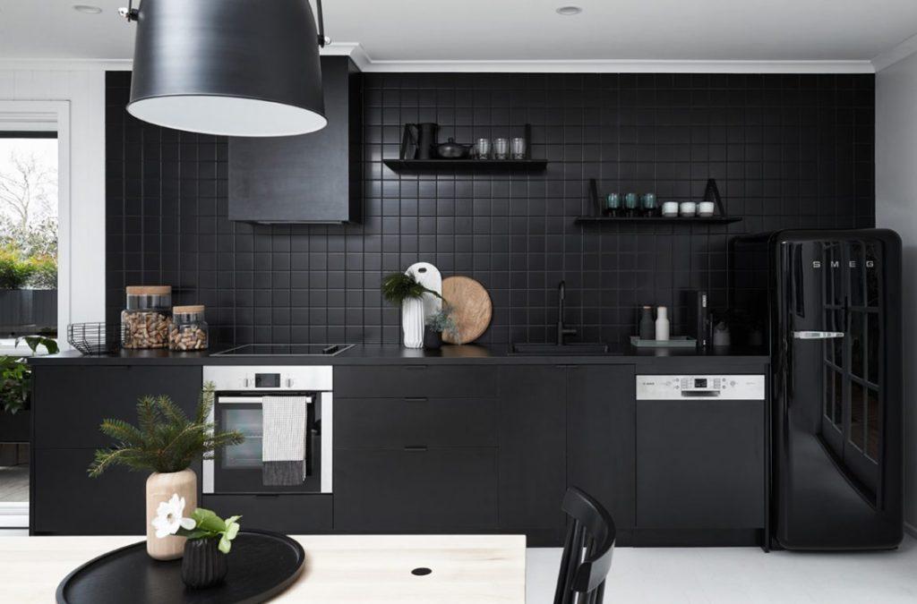 фото черных кухонных гарнитуров