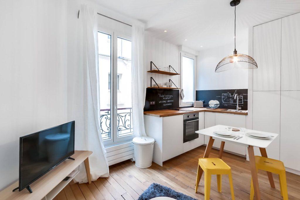 кухня студия с гостиной