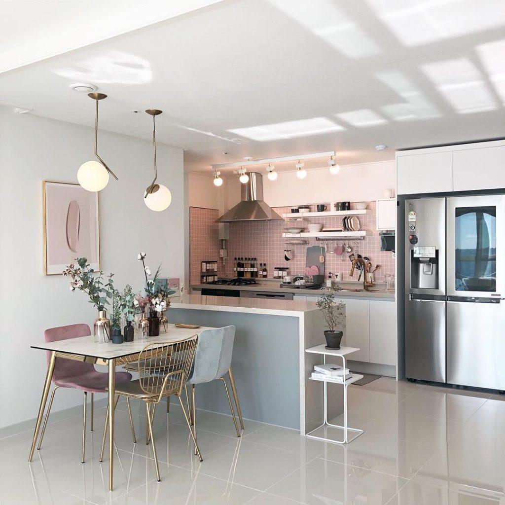 пыльно розовая кухня