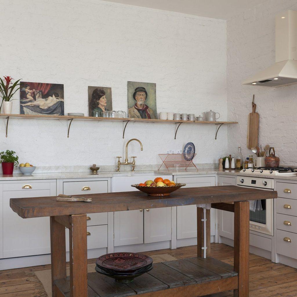 как украсить стену на кухне над столом