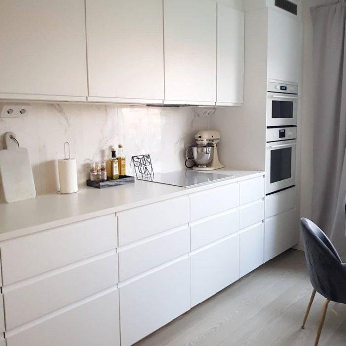 кухня в бежевых тонах фото