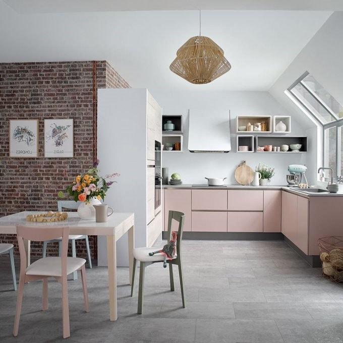 кухня в розовых тонах