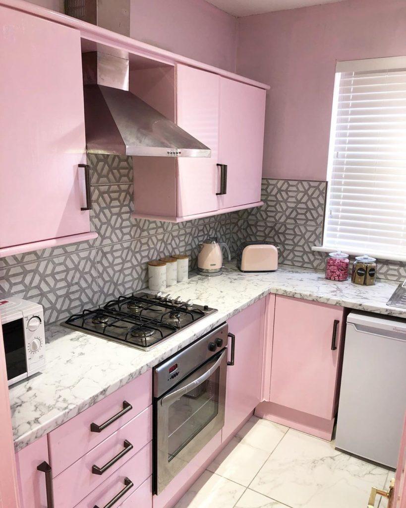 нежно розовая кухня