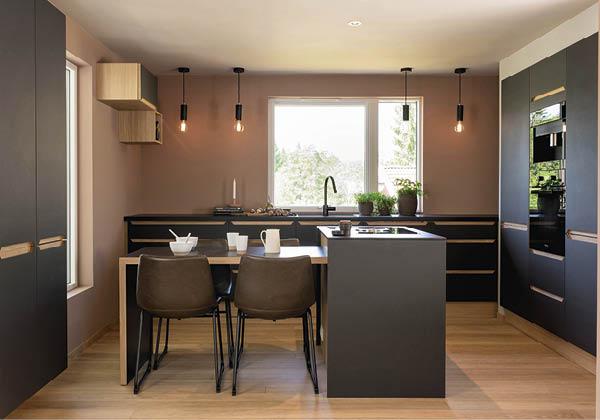 черно розовая кухня