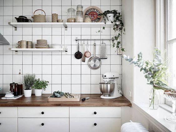как украсить стену на кухне