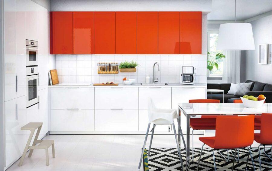 бело оранжевая кухня