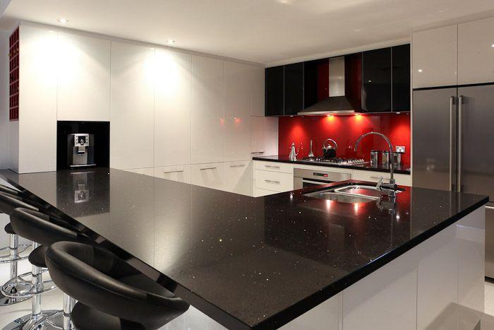 черно красная кухня