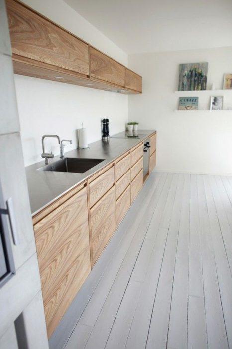 бело деревянная кухня
