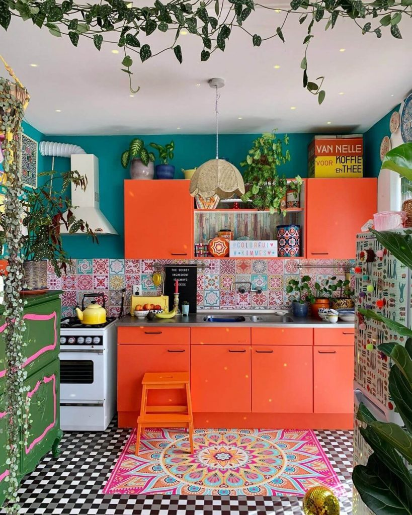 оранжевый кухонный грнитур