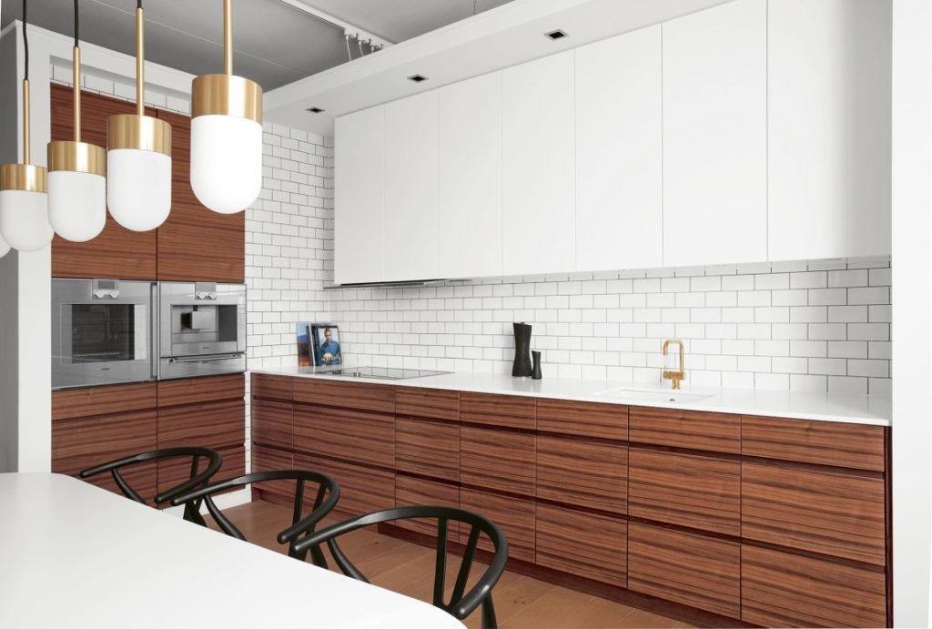 кухня белая с деревом фото