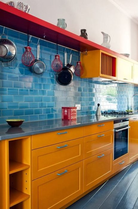 синий кухонный фартук