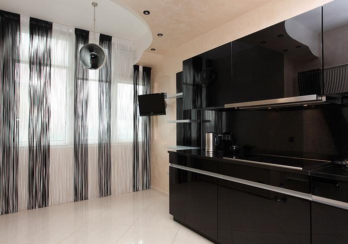 кухня обои шторы