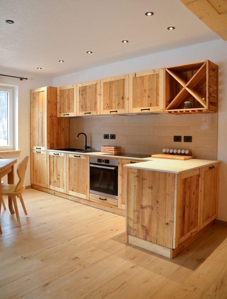 массив дерева кухня