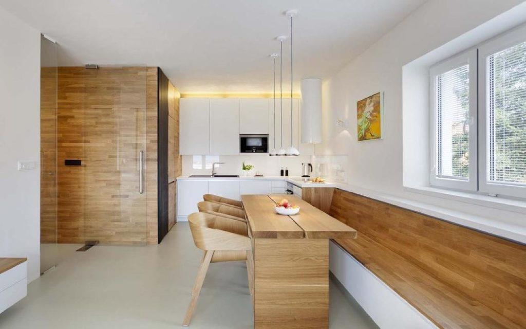 кухня в частном доме с выходом