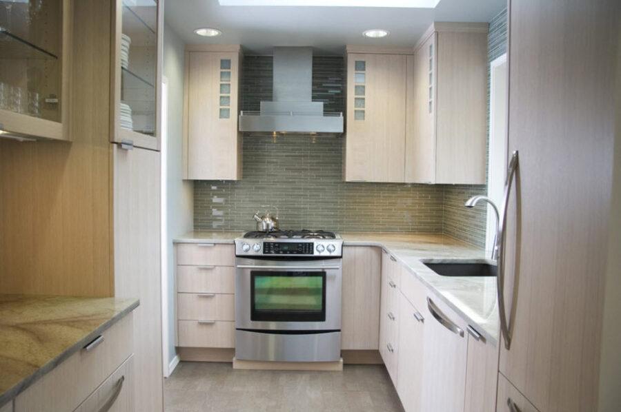 кухня в хрущевке дизайн с холодильником