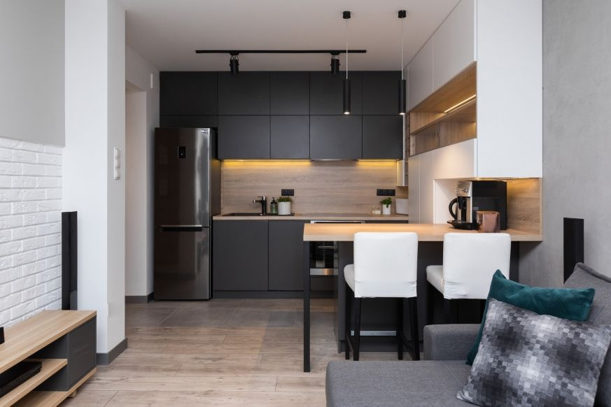 черно коричневая кухня