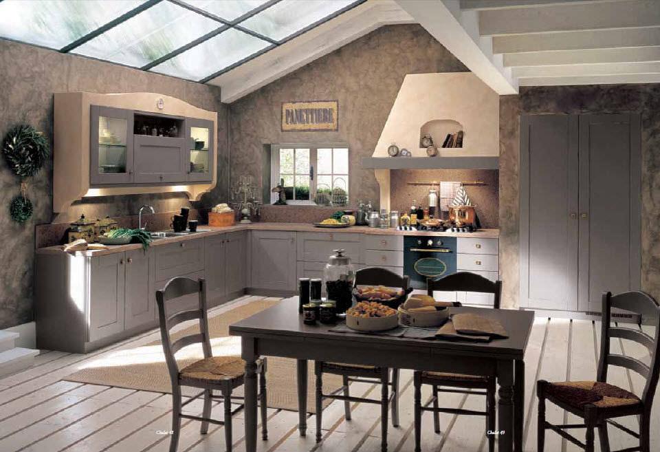 кухня в стиле шале в городской квартире