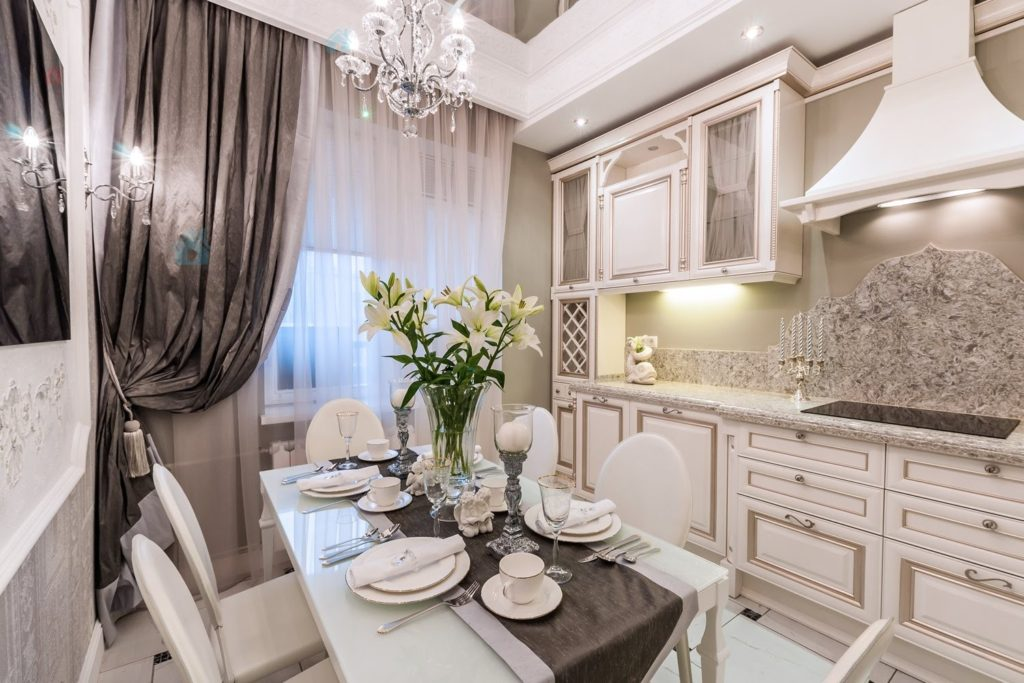маленькая кухня в стиле барокко