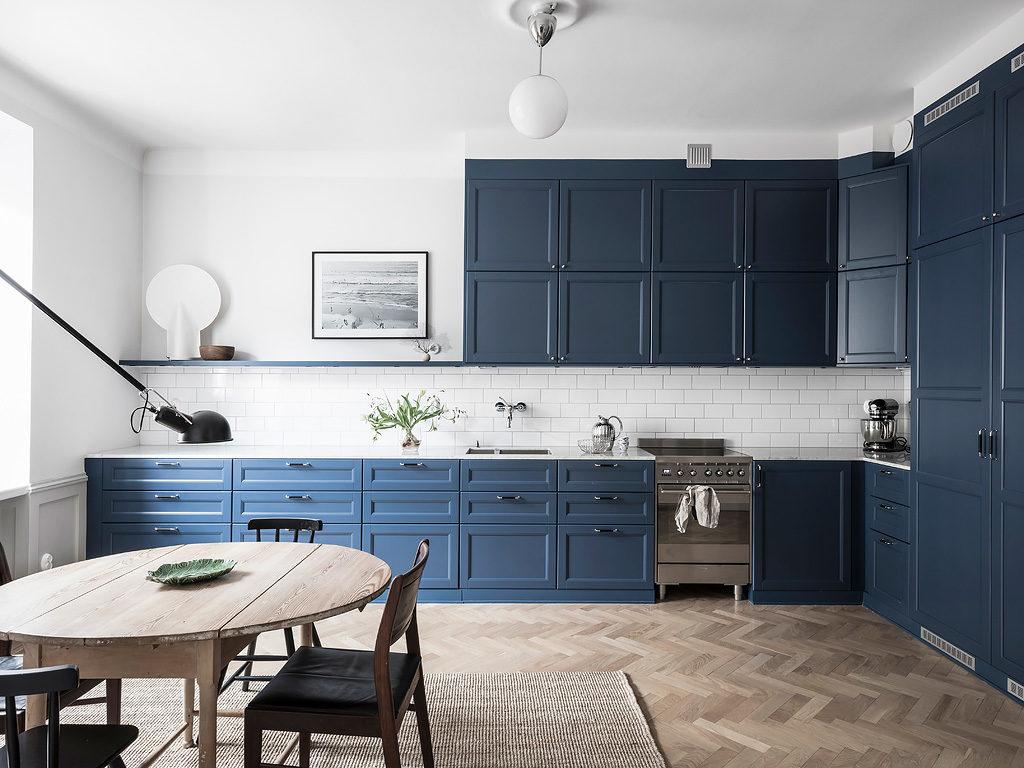 синяя кухня цвет стен