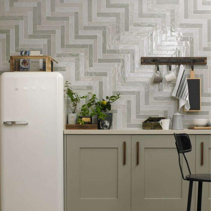 белая плитка на фартук кухня